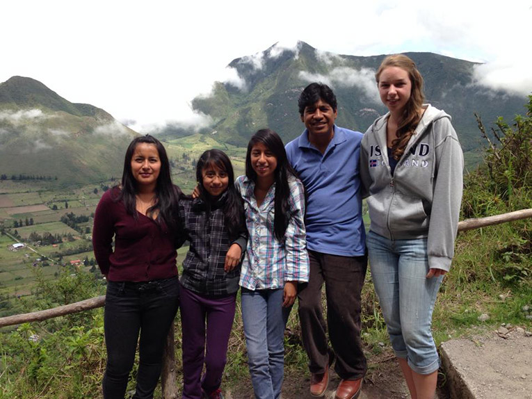 Volunteer in Ecuador with local host family