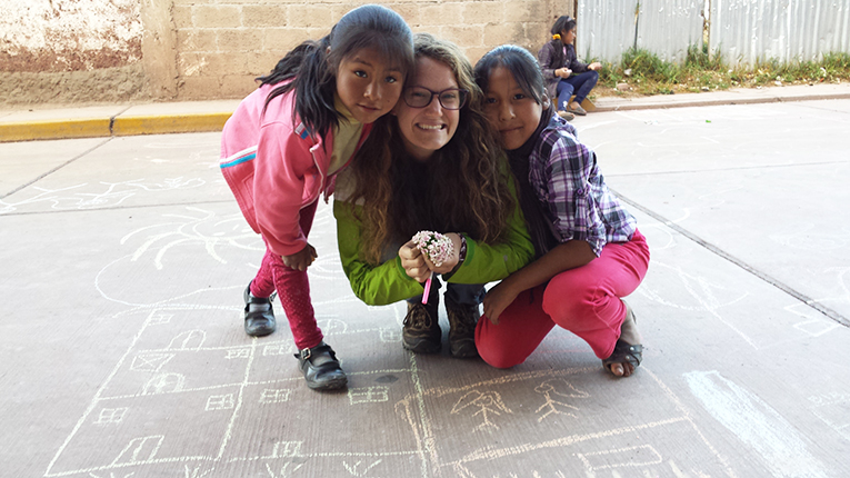 Volunteer with youth in Peru