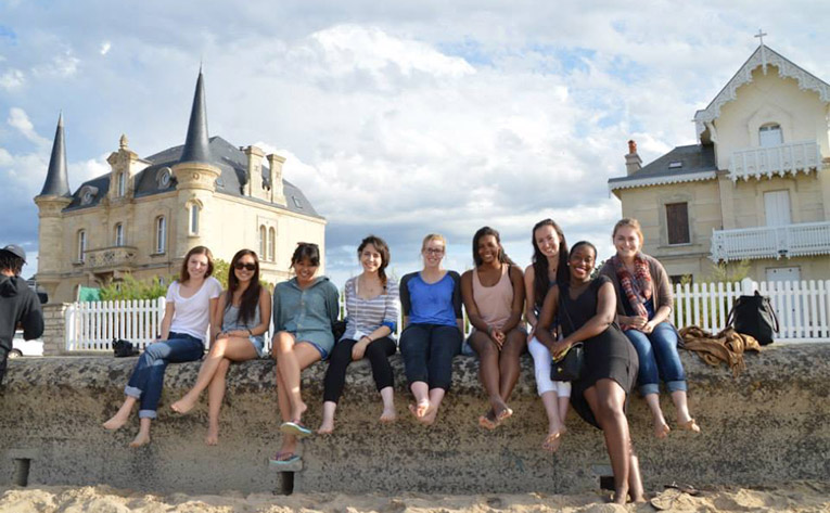 Study abroad students in Normandy
