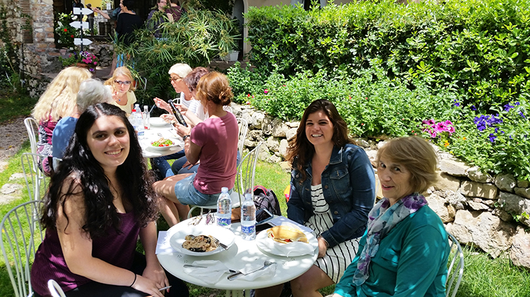 Students and staff having lunch at the Babilonia Center for Italian Studies