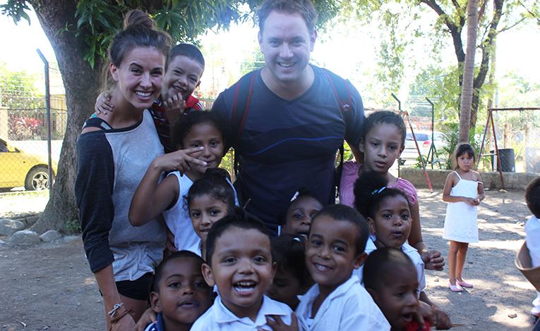 Volunteers with children in La Ceiba, Honduras