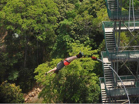 Bungee jumping in Cairns