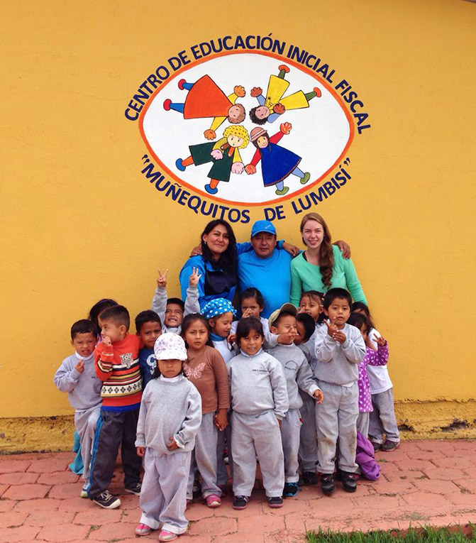 Volunteer teacher in Ecuador with class