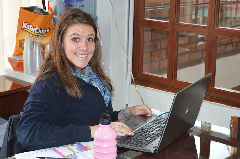 Chelsey Rickert working at the Maximo Nivel office in Peru