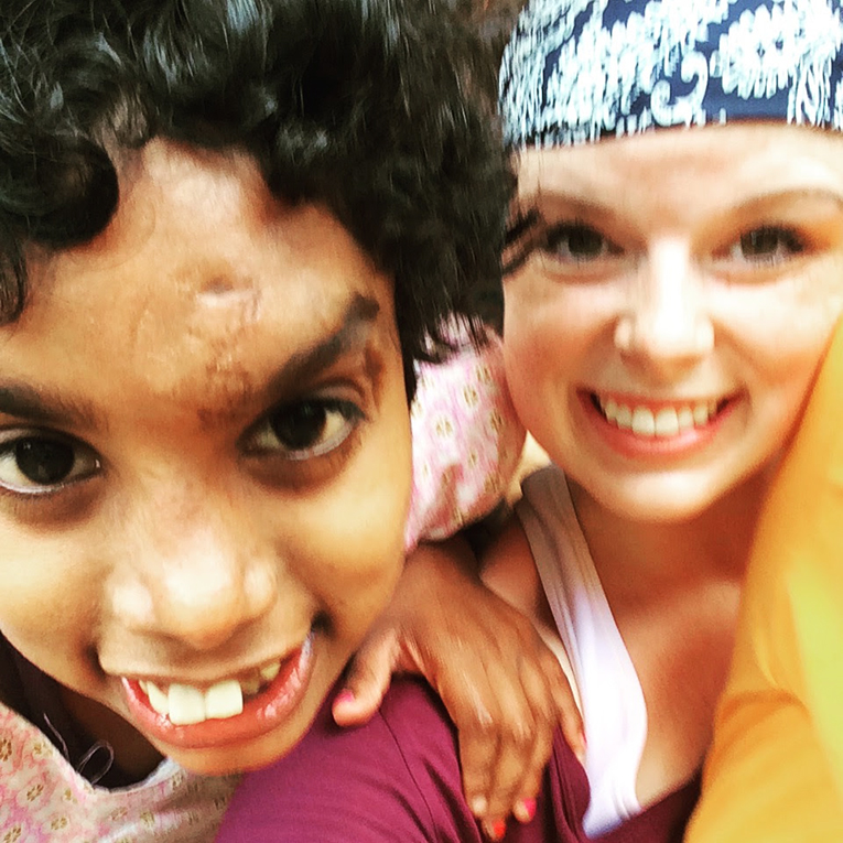 Volunteer with child in Sri Lanka