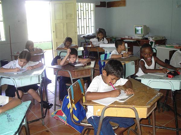 Teach Children in Costa Rica | Travellersworldwide.com