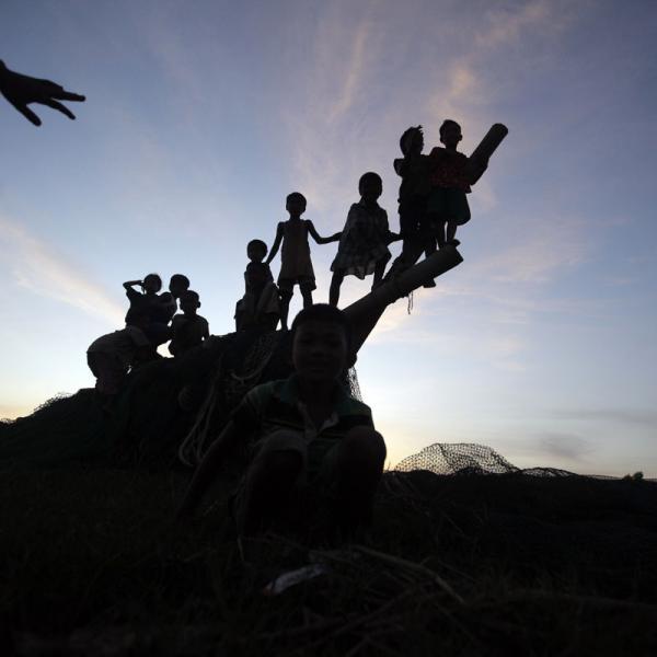 children playing Induruwa