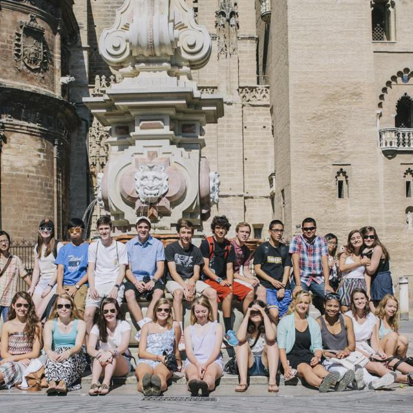 Group of students in front og the Giralda in Sevilla  - Educational tour in Spain