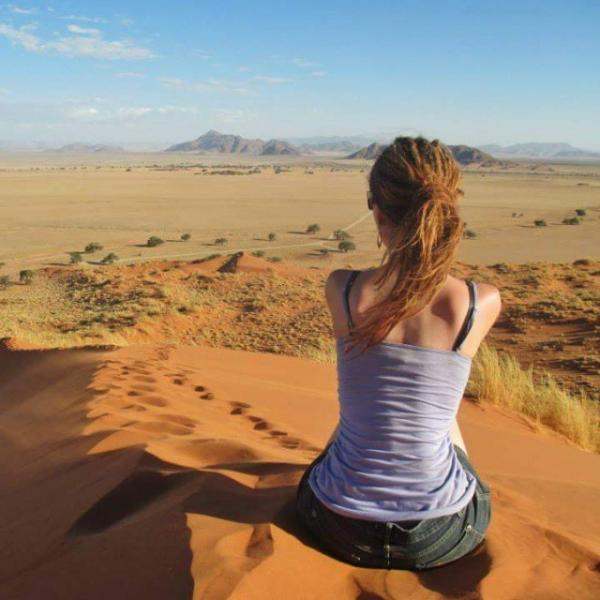 Namibia volunteers in the desert