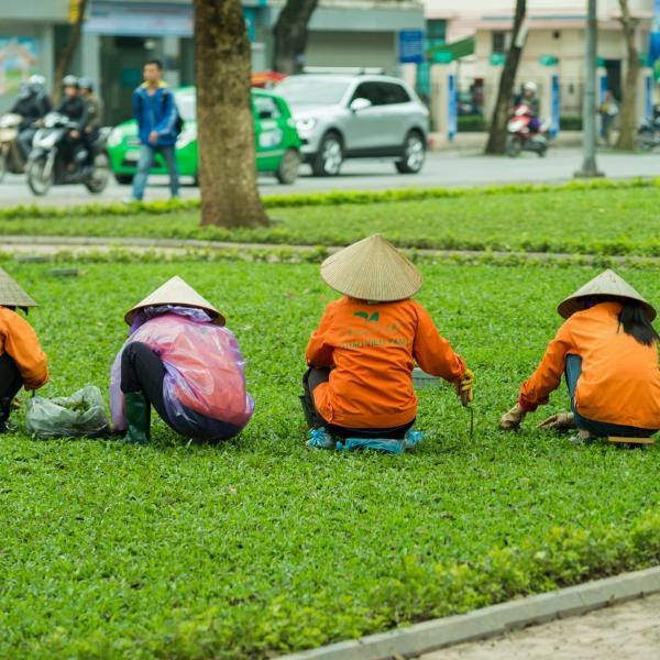 Vietnamese Culture - Women in Hanoi