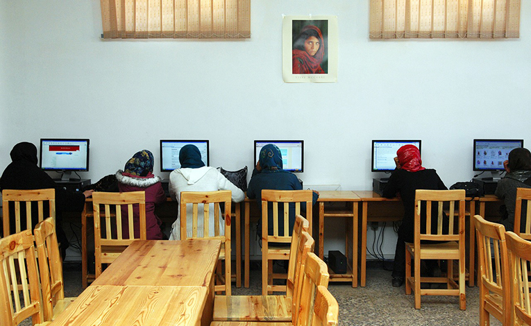 Women wearing hijabs in a computer lab