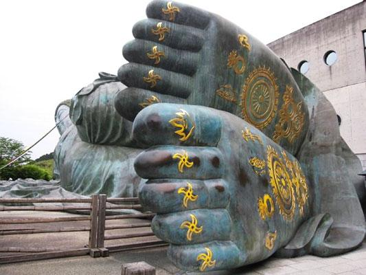 The Nanzoin Reclining Buddha's feet