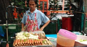 Discover the wonders of Bangkok street food while working as an intern in Thailand