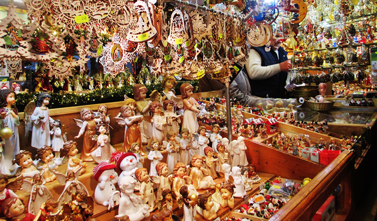 Vendor selling ornaments in Munich, Germany