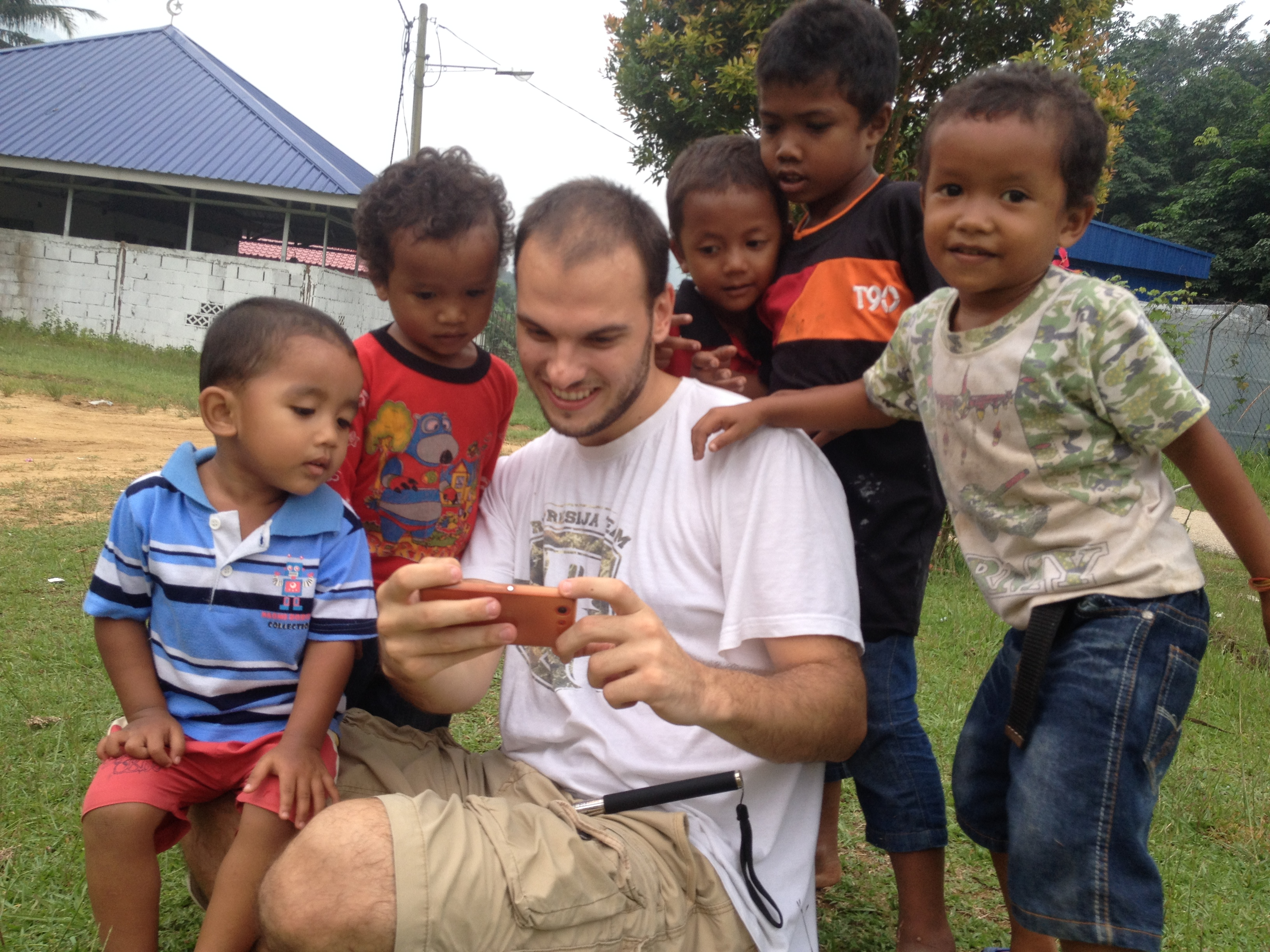 Volunteer with children in Malaysia