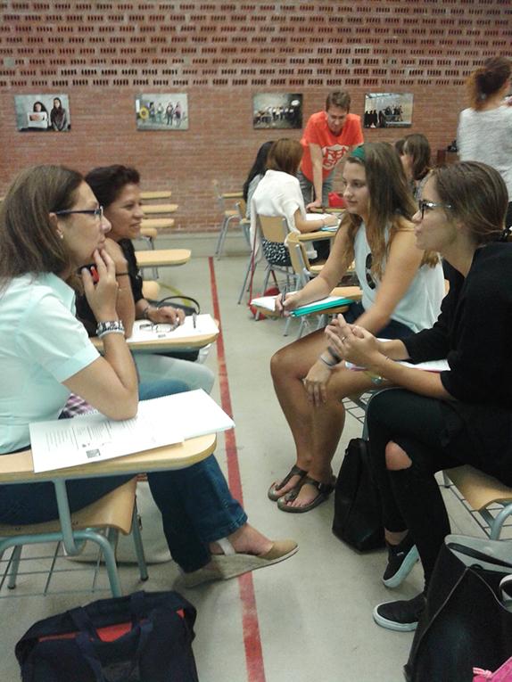 Students practicing Spanish at La Escuela Oficial d'Idiomas de Sant Gervasi in Spain