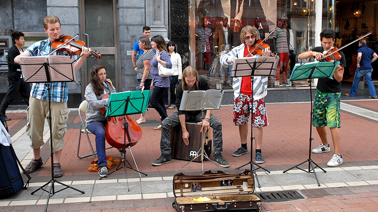 Street performers in Dublin, Ireland