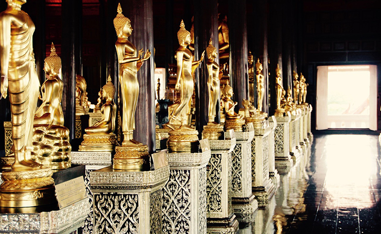 Golden temple statues in Bangkok