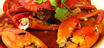 An entire crab steamed to perfection and drowning in a delicious vinegar sauce.